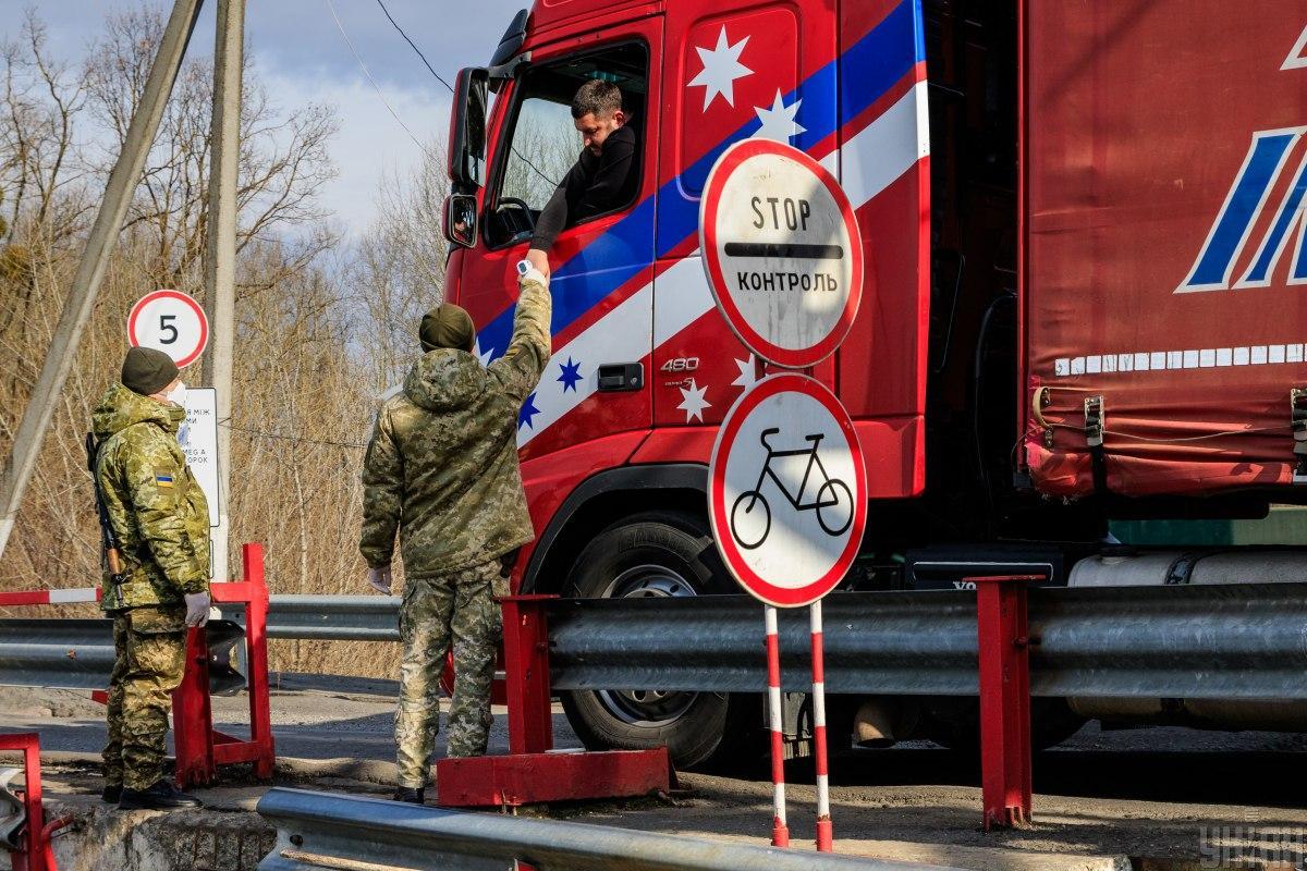 Водители уже четверо суток не могут пересечь украинско-польскую границу / Фото УНИАН