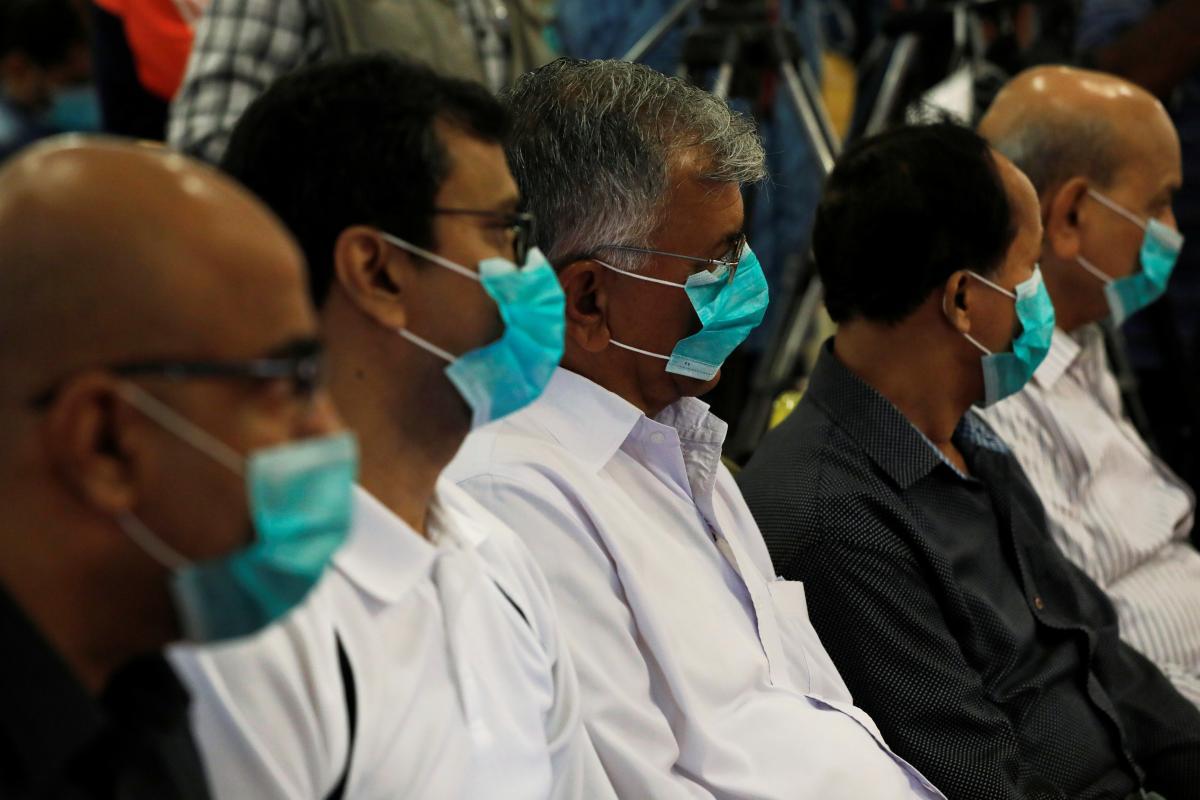 В Японии расширяют производство медицинских масок / REUTERS