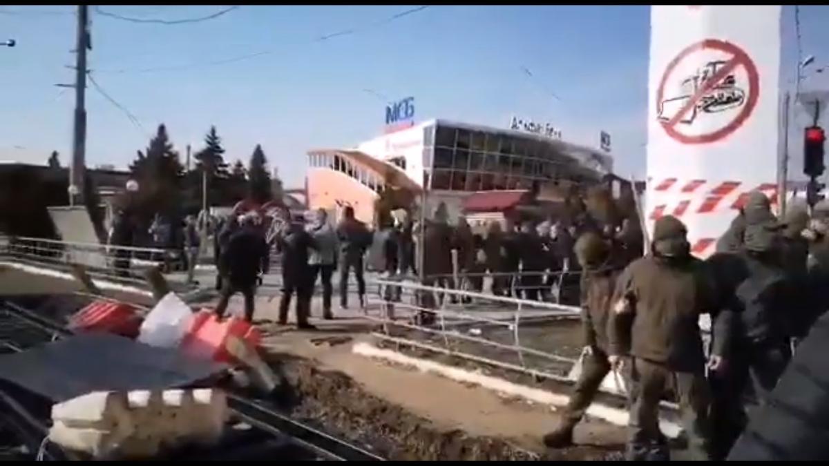 Бійка на Барабашова / скріншот з відео