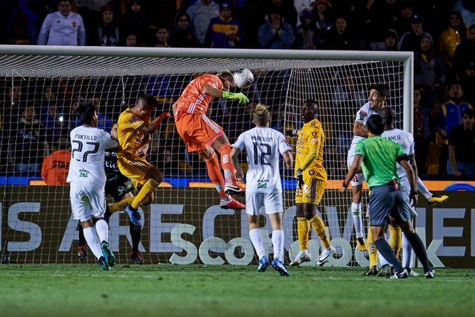Голкіпер забив гол головою / фото: twitter.com/TigresOficial