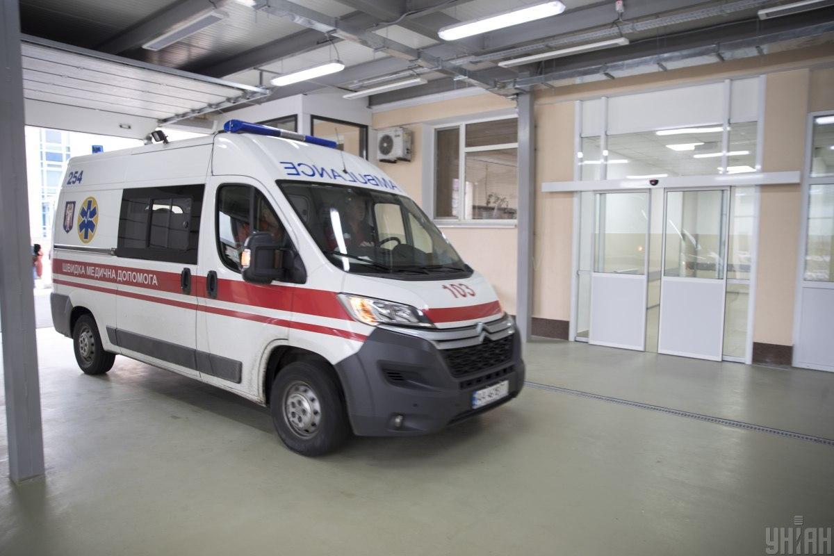 Таксиста с ранением ноги доставили в больницу / фото УНИАН