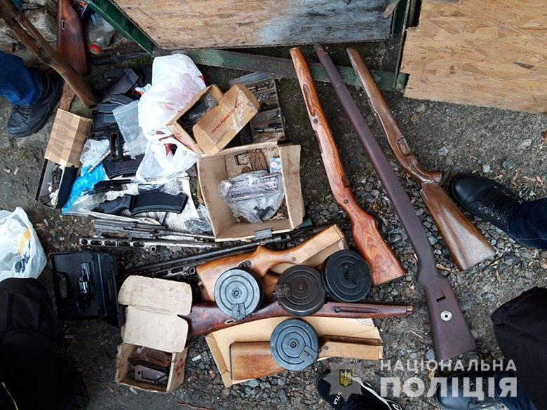 Изъятые предметы направили на проведение экспертного исследования / фото НПУ