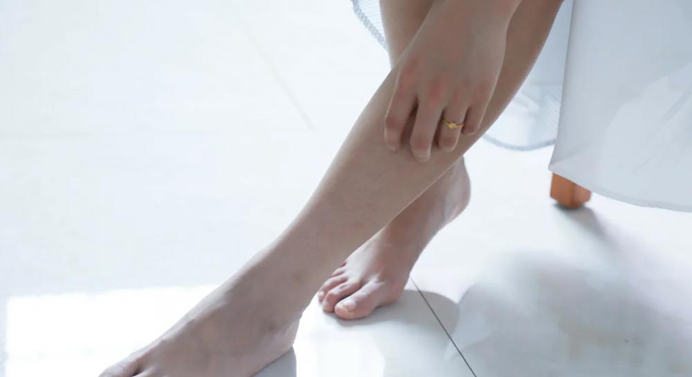 Отекают ноги - почему отекают ноги причина, как снять отек ног