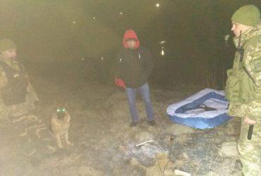 Молдованин намагався повернутися на батьківщину через Дністер у гумовому дитячому басейні (фото)