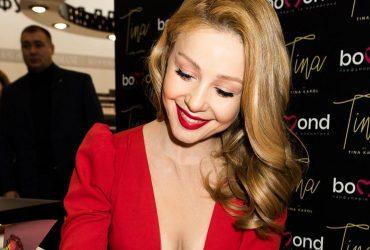 Тина Кароль сверкнула сочной грудью в смелом наряде (фото)