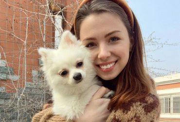 """""""Просто знущалися наді мною"""": українку не евакуювали з Китаю через собаку"""