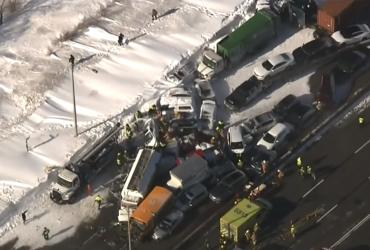 В Канаде из-за непогоды столкнулись 200 автомобилей (видео)