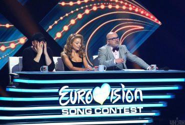 Тина Кароль устроила стриптиз на сцене Евровидения (видео)