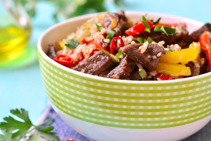 Рис з овочами ім'ясом / фото: edinstvennaya.ua