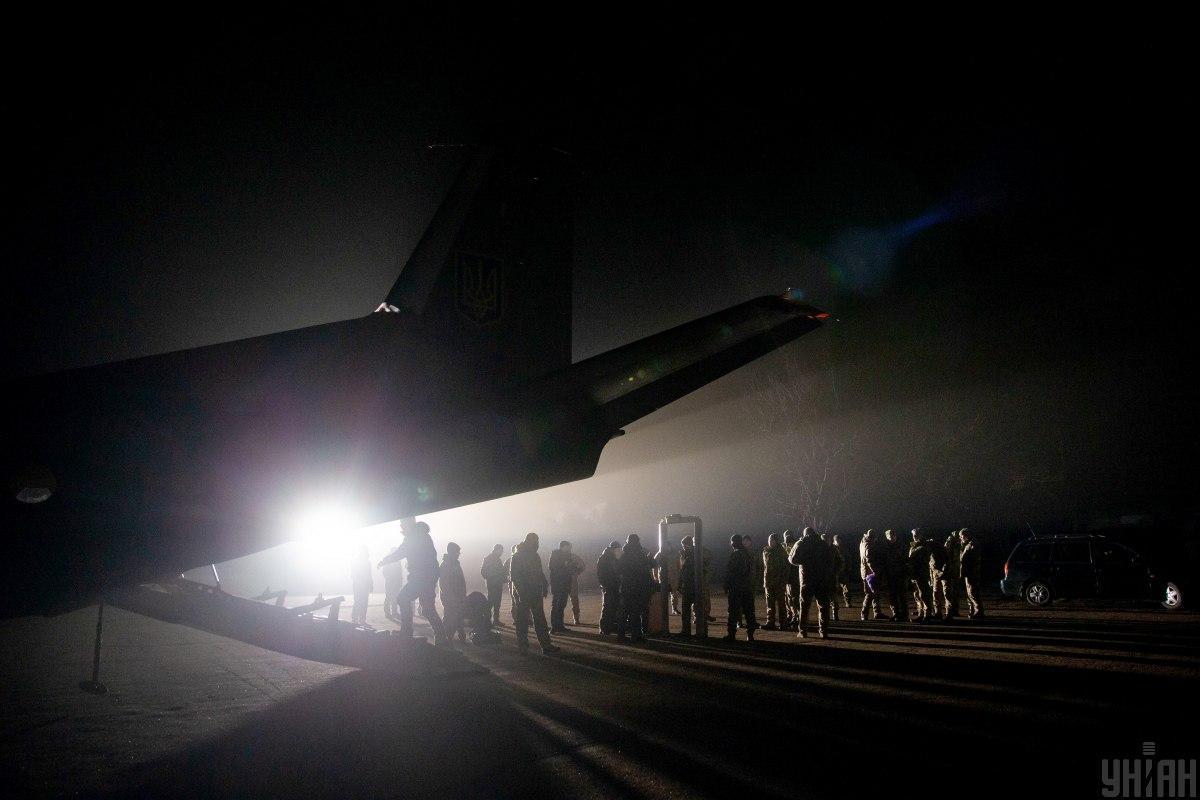 Самолет Медведчука не вылетел, чтобы забрать людей, которых Россия должна была из Донецка доставить в Минск / иллюстрация УНИАН