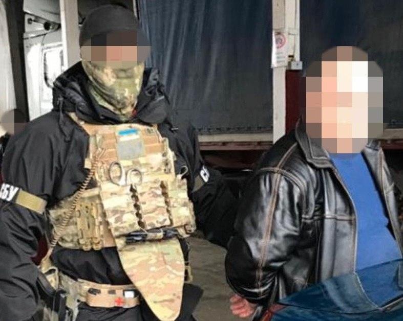 Злоумышленник планировал выезд в РФ для отчета / фото: пресс-служба СБУ