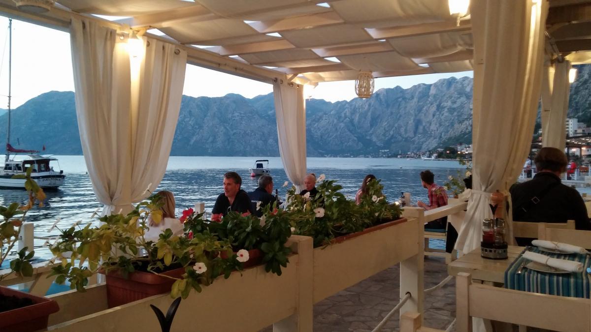 Ужинать в ресторане с таким видом - оно удовольствие / фото: Ольга Броскова