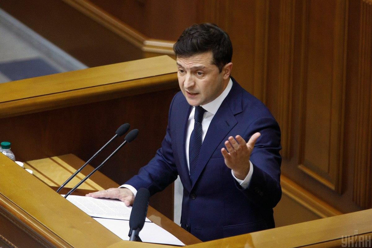 Зеленский предлагает запретить мероприятия с участием более 10 человек / УНИАН