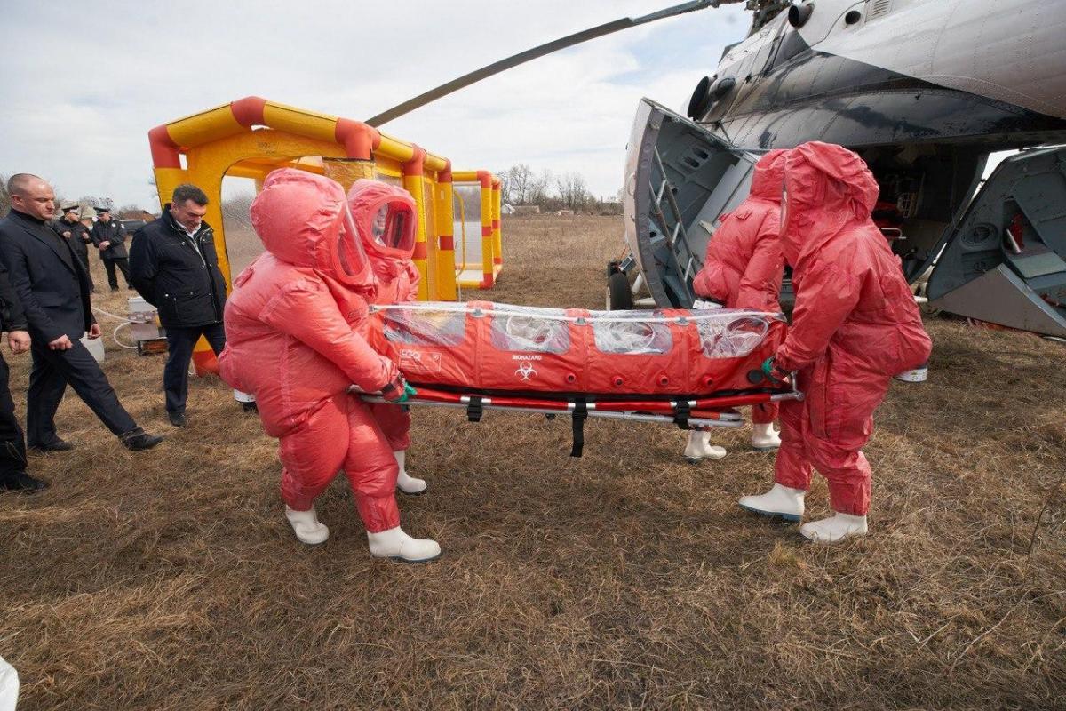 Владимир Зеленский осмотрел санитарный вертолет МИ-8МТВ-1 / фото president.gov.ua