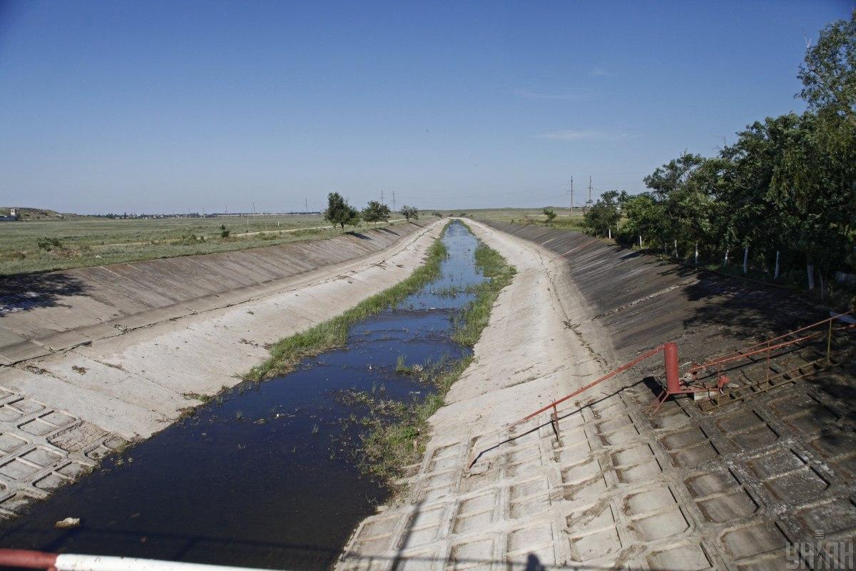 З материкової України у 2014 році припинилася подача прісної води в Крим / фото УНІАН