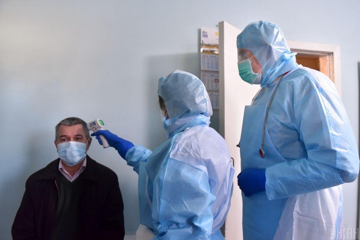 В больнице также критически низкое количество всех других средств индивидуальной защиты от COVID-19 / фото УНИАН