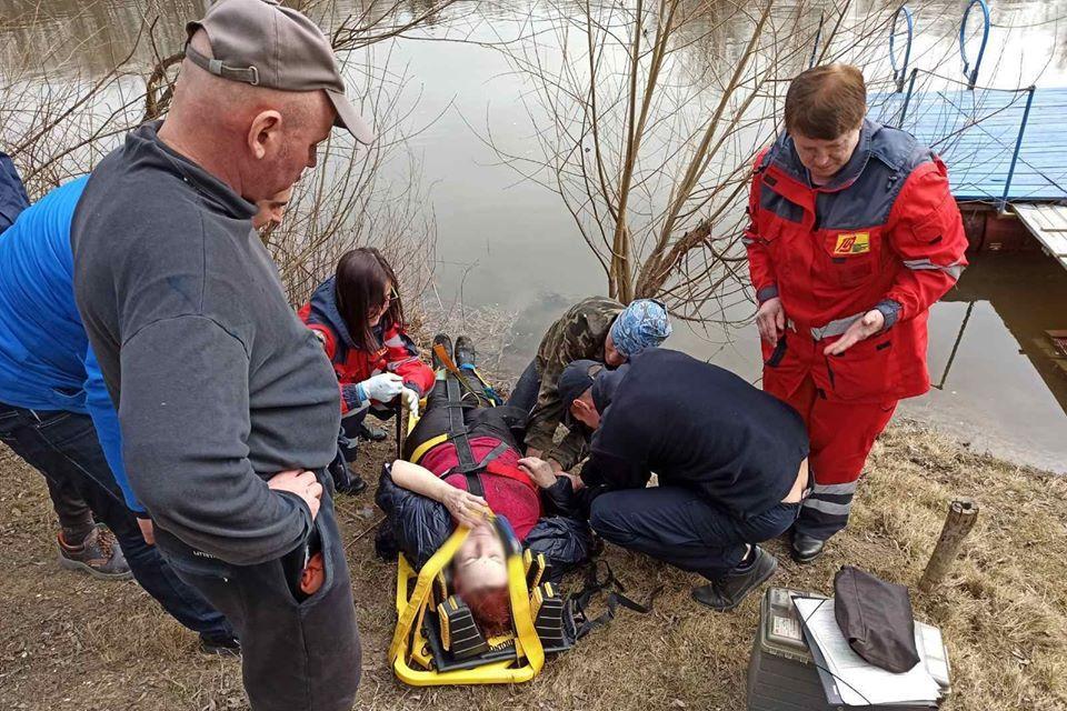 В Чернигове спасли женщину / фото facebook.com/MNSCHERNIGIV