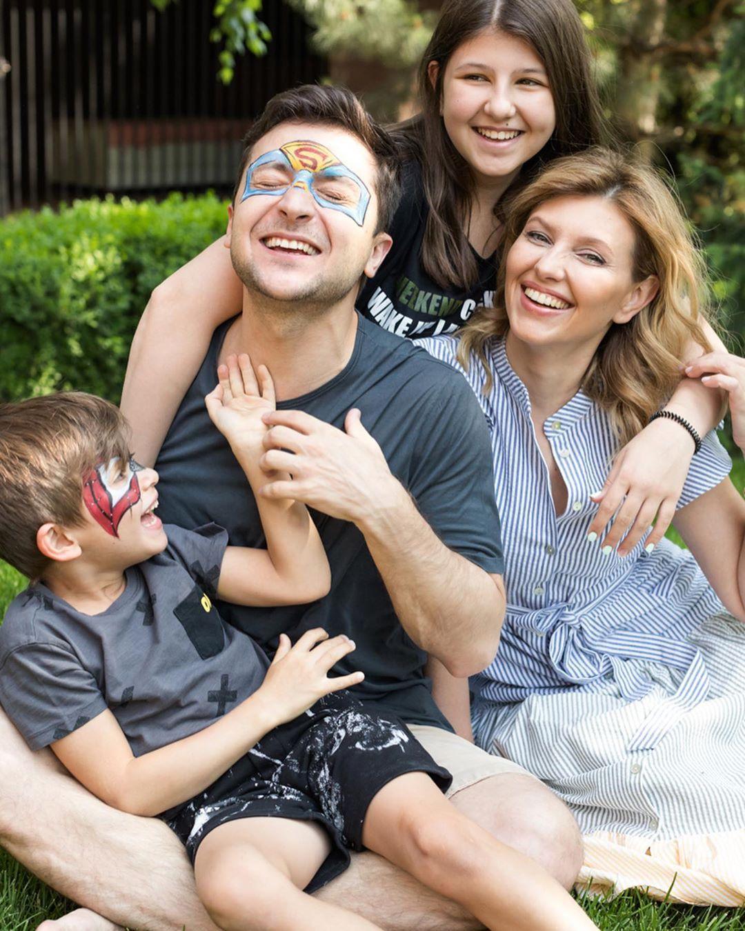 Зеленский признал, что публичность и меры безопасности во многом нежелательны для его семьи / фото instagram.com/olenazelenska_official/