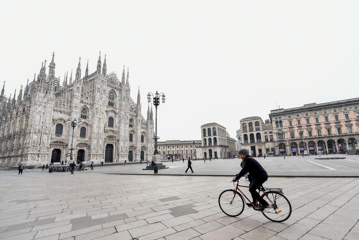 Италия отменяет обязательное ношение масок на улице / фото REUTERS