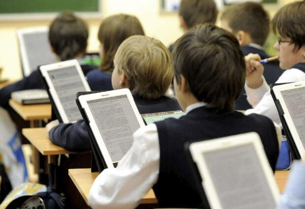 Школярі просили збоченця видалитися з їхнього чату / фото politeka.net