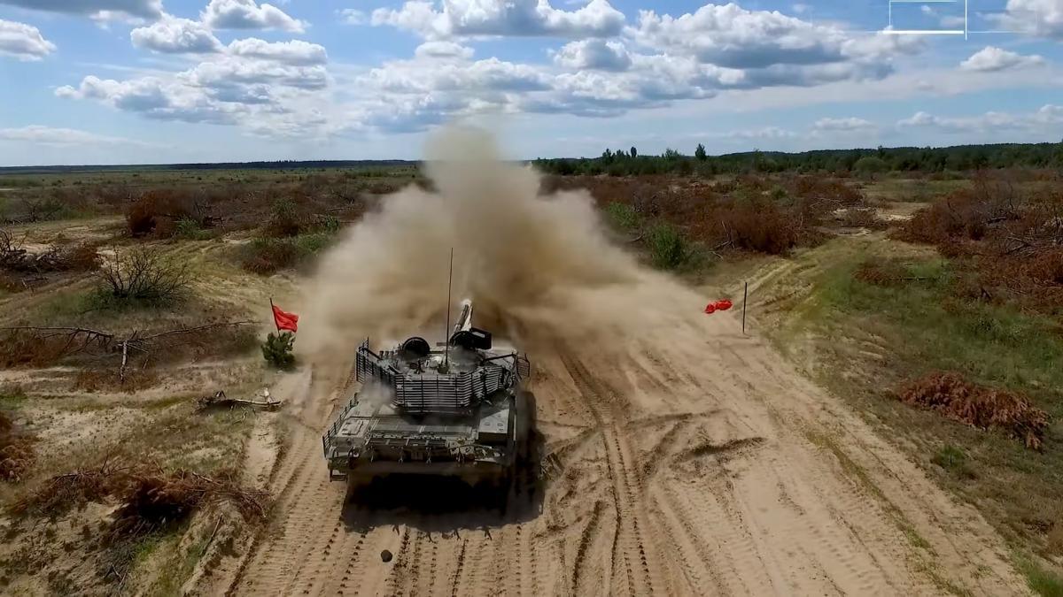 В ВСУ за последнее время было передано несколько десятков таких танков / скриншот из видео