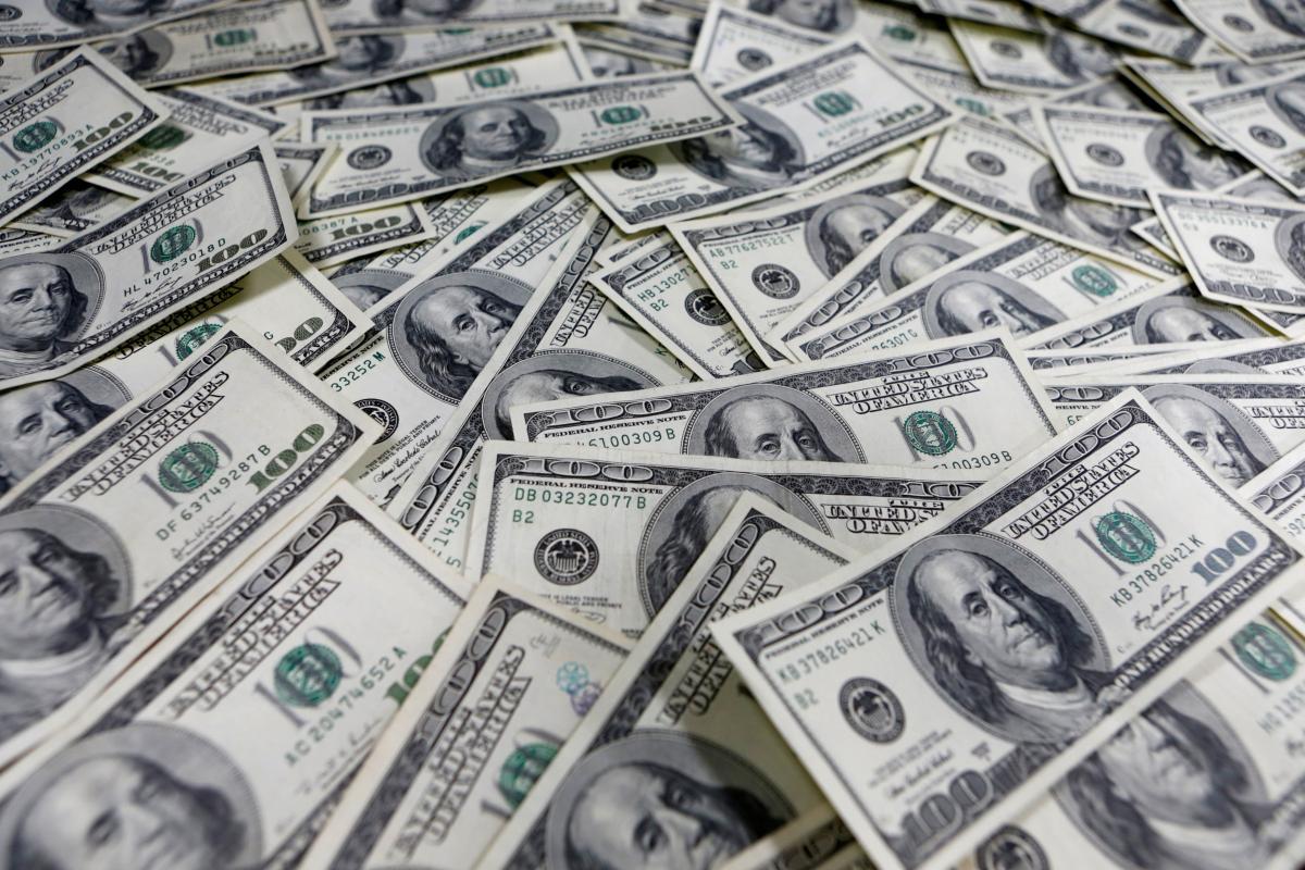 В Украину заводятдоллары и продают их / фото REUTERS