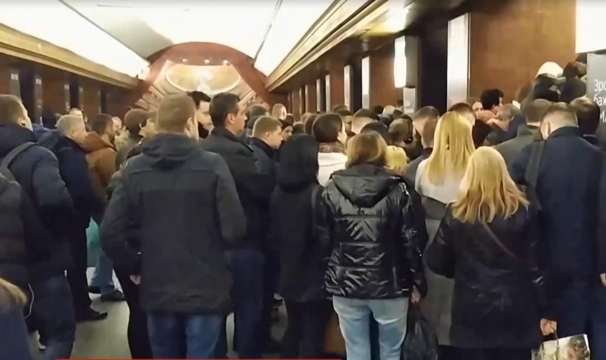 Киевляне продолжают штурмовать метро / скриншот