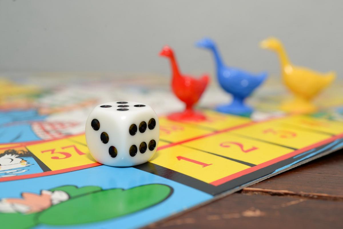 Ребенка можно занять настольными играми / hype.tech