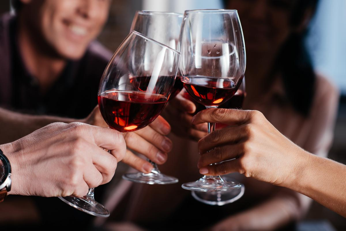 Вино может нарушить работу сердца \ фото ua.depositphotos.com