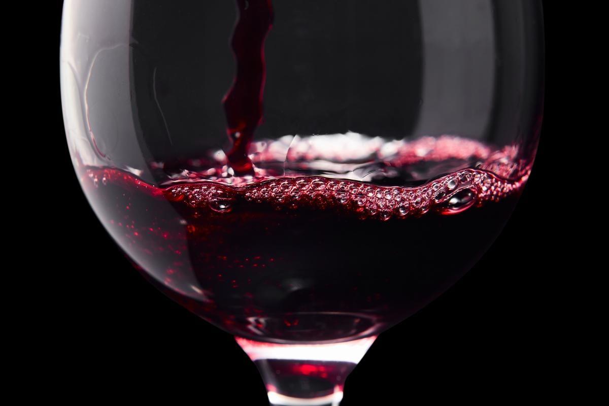 Как приготовить вино из винограда / фото ua.depositphotos.com