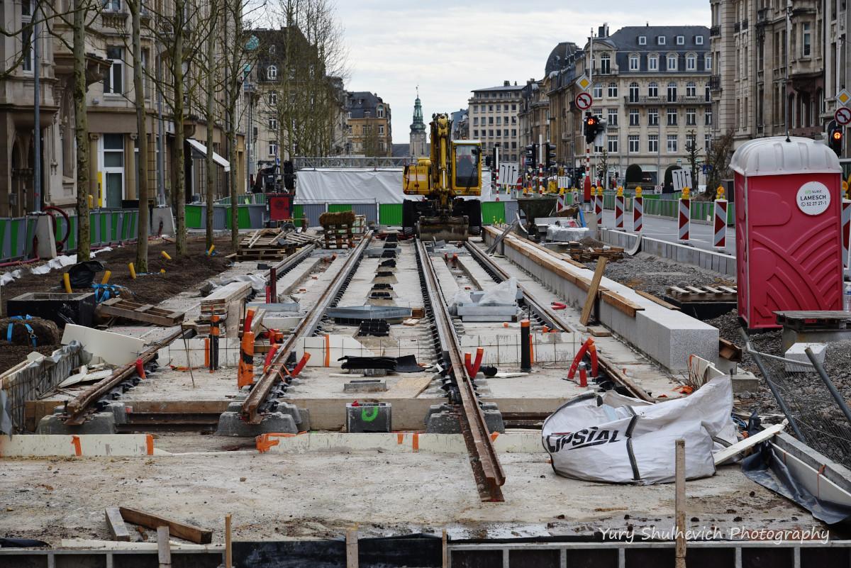 У Люксембурзіпрокладають трамвайні колії / фото Yury Shulhevich