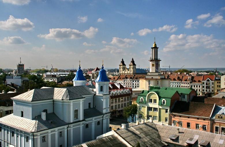 """Місцеві депутати закликали уряд виключити регіон з """"червоної"""" зони / фото typical.if.ua"""