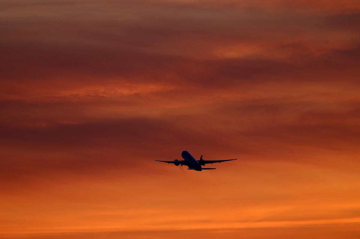 """Перед польотом чоловік напився """"для хоробрості"""" / ілюстрація REUTERS"""