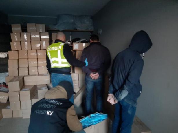 В Києві грабіжники привласнили партію медичних масок на мільйон гривень / Facebook - Прокуратура міста Києва