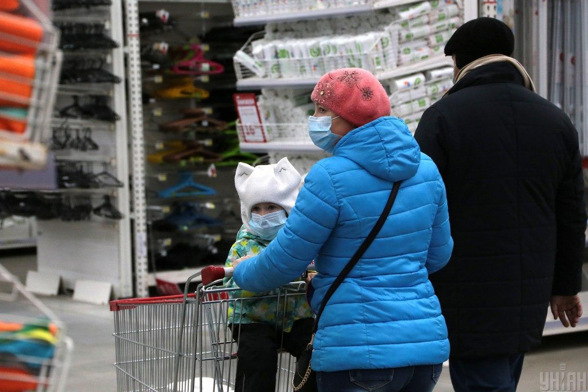 Супермаркетам разрешили работать, впрочем, купить там можно не все / фото УНИАН