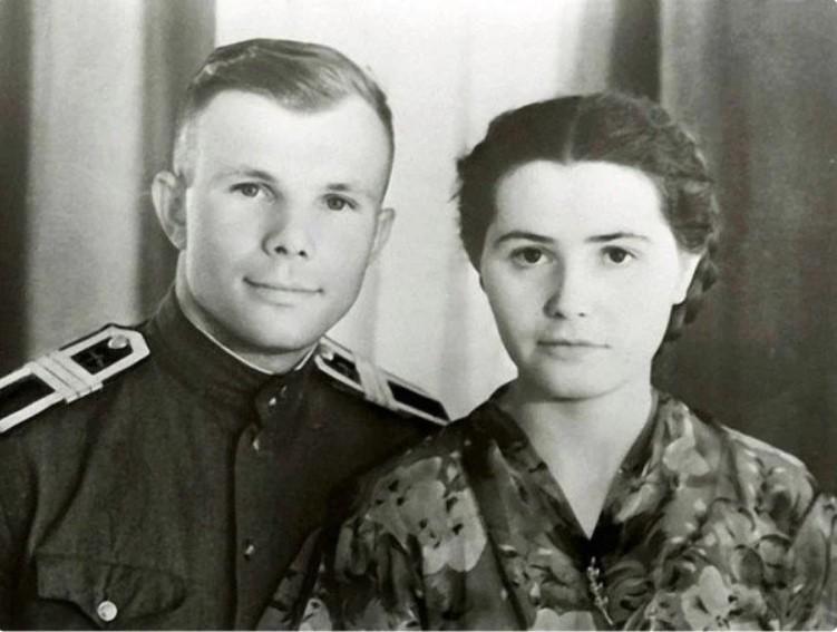 В 1981 году Валентина Гагарина написала первую книгу в память о муже/ фото из семейного архива