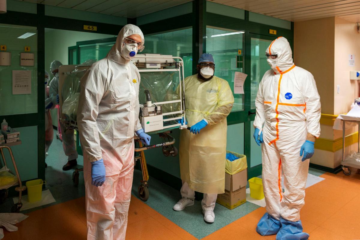 В Україні стало менше хворих на коронавірус / Ілюстрація REUTERS