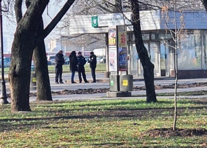 Біля закритих станцій чергують правоохоронці / фото: objectiv.tv