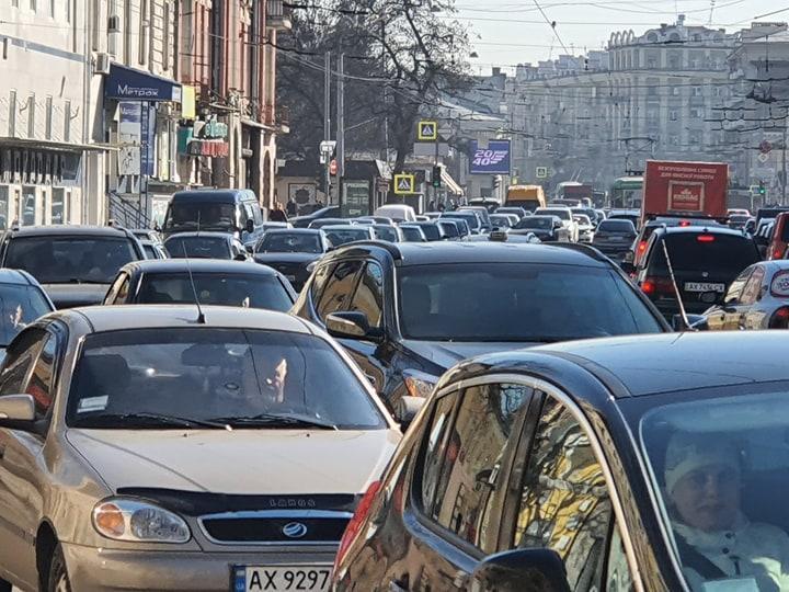 На вулицях стало більше машин / фото: objectiv.tv