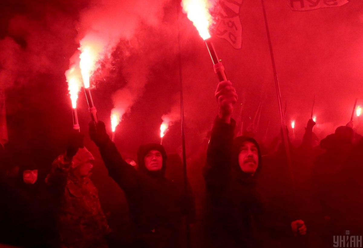 Под посольством РФ в субботу было жарко / фото УНИАН