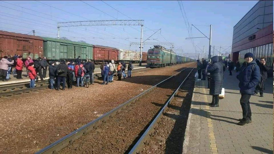 Люди протестуют против отмены электричек / facebook.com/sasko.laps