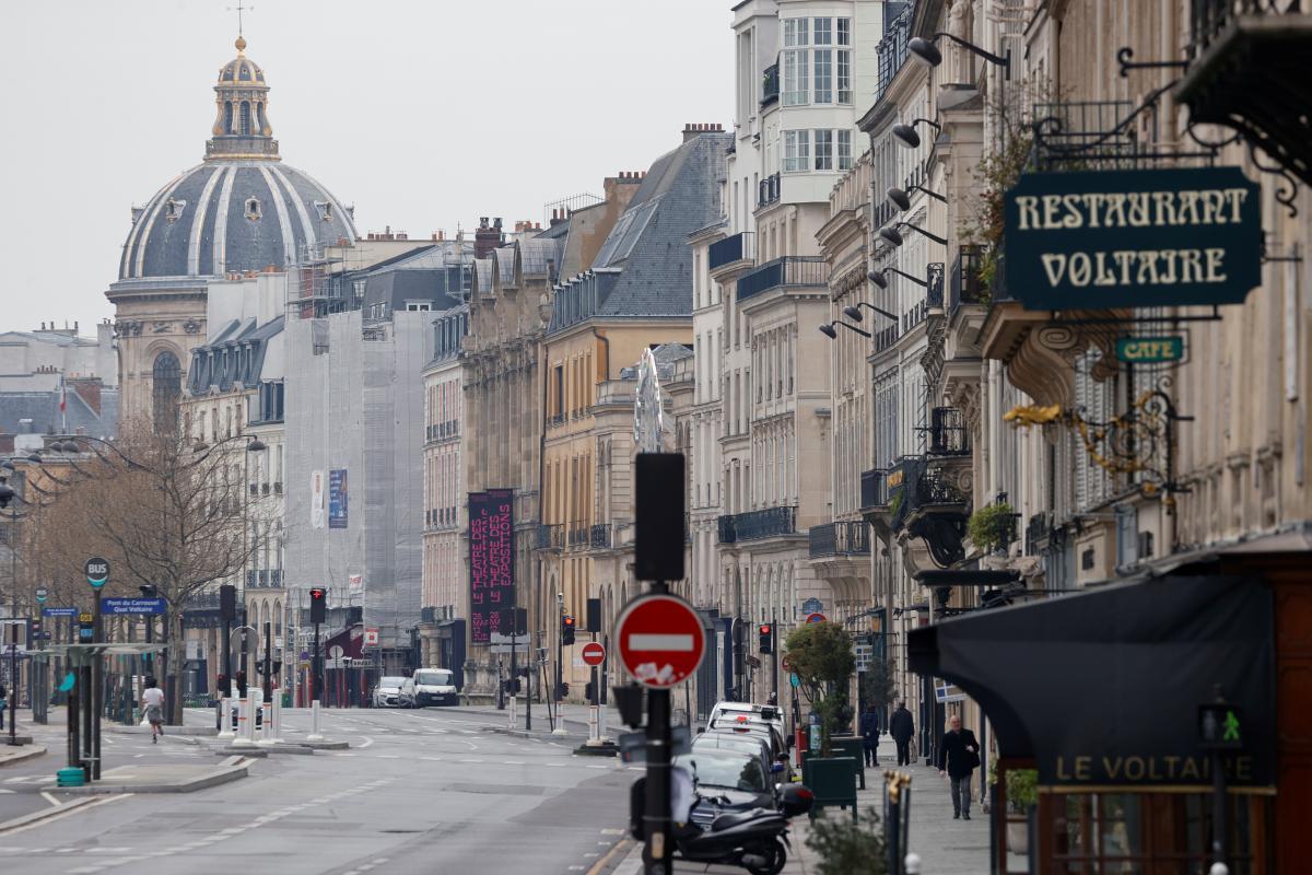 Ситуация с коронавирусом в Париже заметно ухудшилась в последнее время/ фото REUTERS