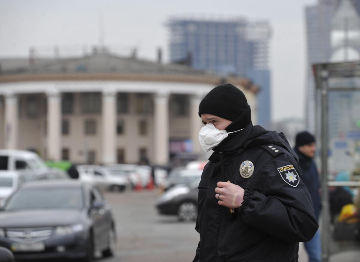 Правоохранители следят за соблюдением карантинных правил / фото УНИАН