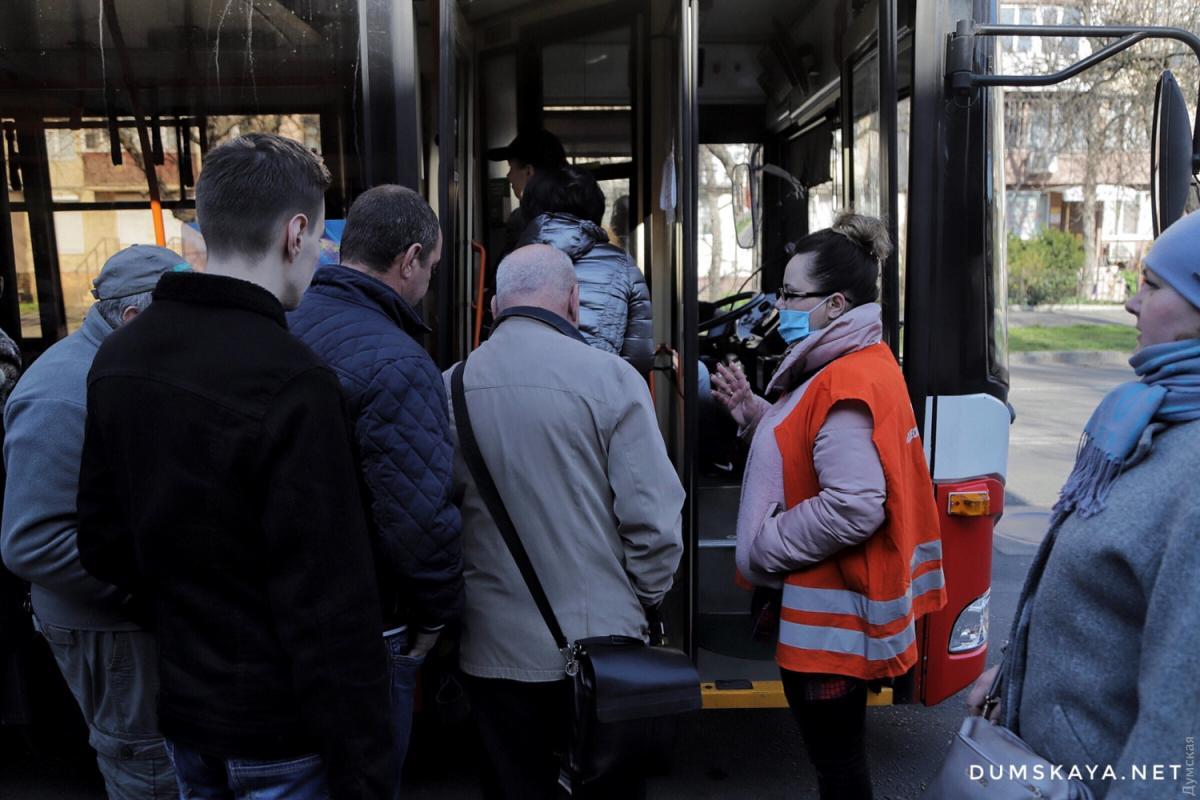 Деякі пасажири проявляють агресію / фото: Думская