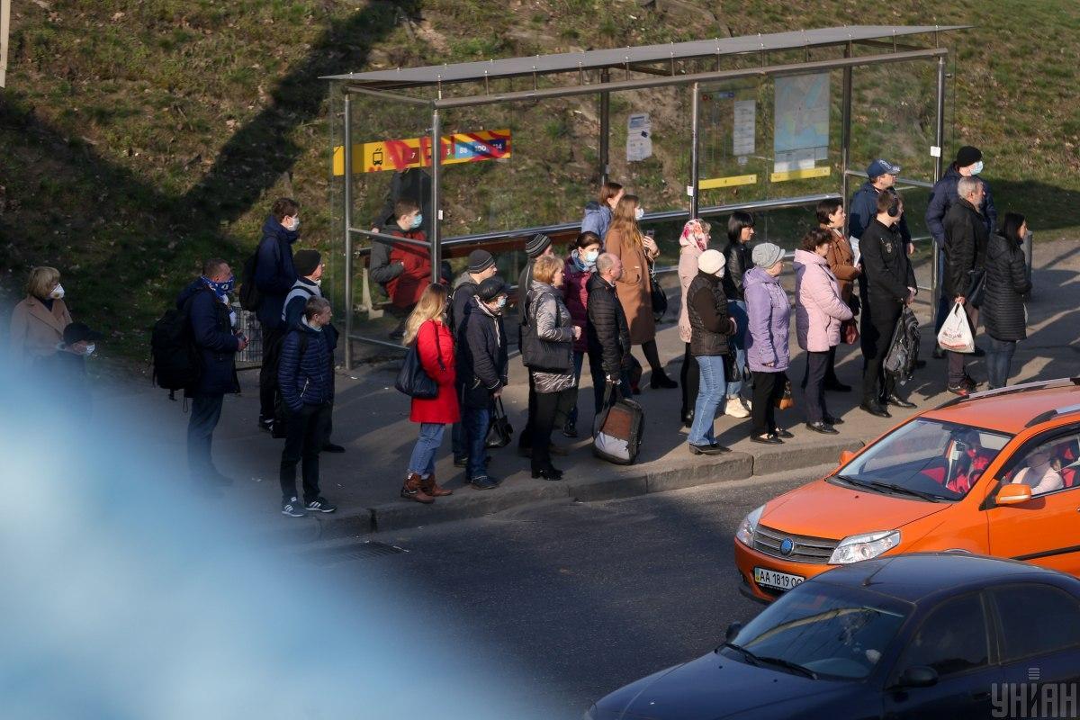 Из-за спецрежима общественного транспорта киевляне не могут добраться на работу / фото УНИАН
