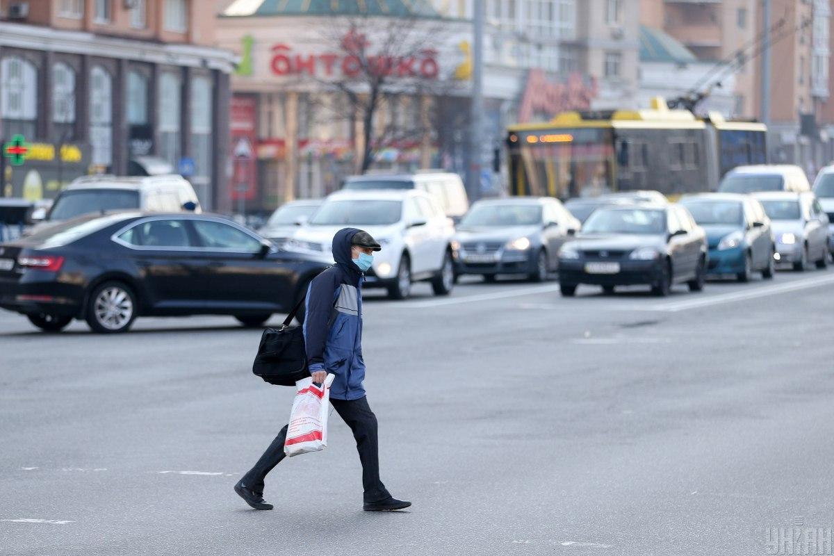 Из-за карантина транспорт в Киеве перевозит по 10 человек / фото УНИАН