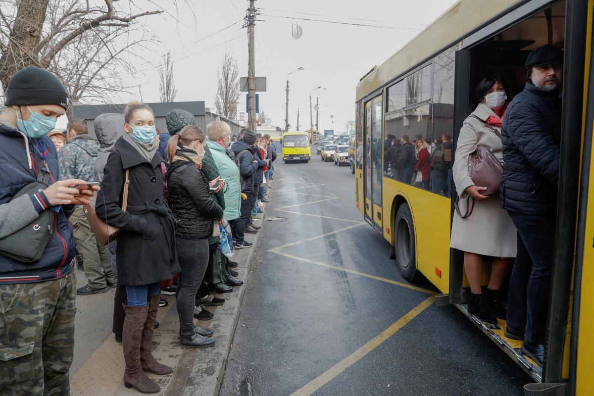Проезд в общественном транспорте может подорожать / REUTERS