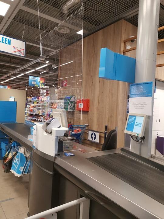 Керівництво супермаркетів вимагає від влади запровадження обов'язкового розрахунку на касі картками / Фото надане автором
