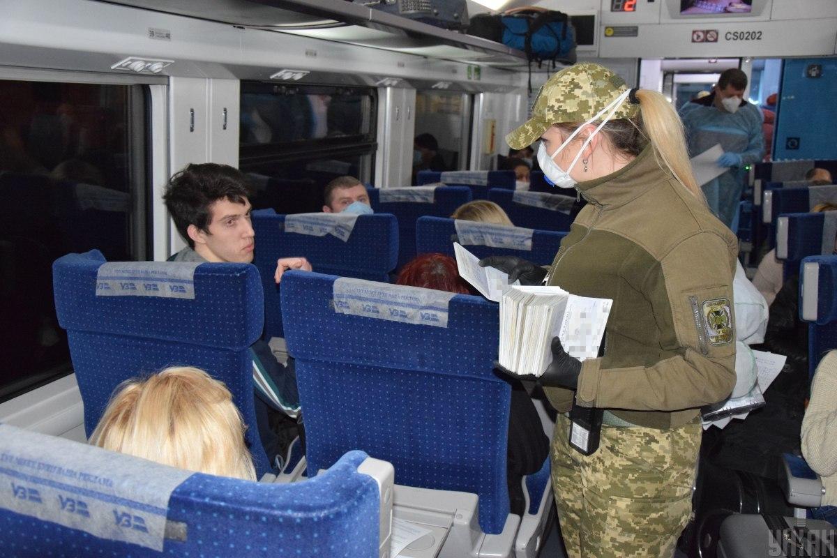 Украинцы возвращаются на Родину / УНИАН