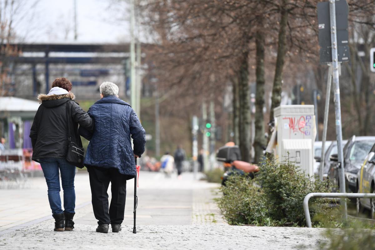 Бачелет отметила, что пожилые люди составляют более четверти населения Украины / Иллюстрация REUTERS